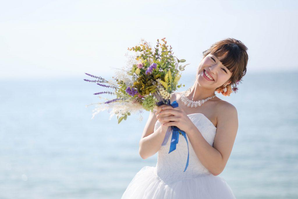 ビーチで花束