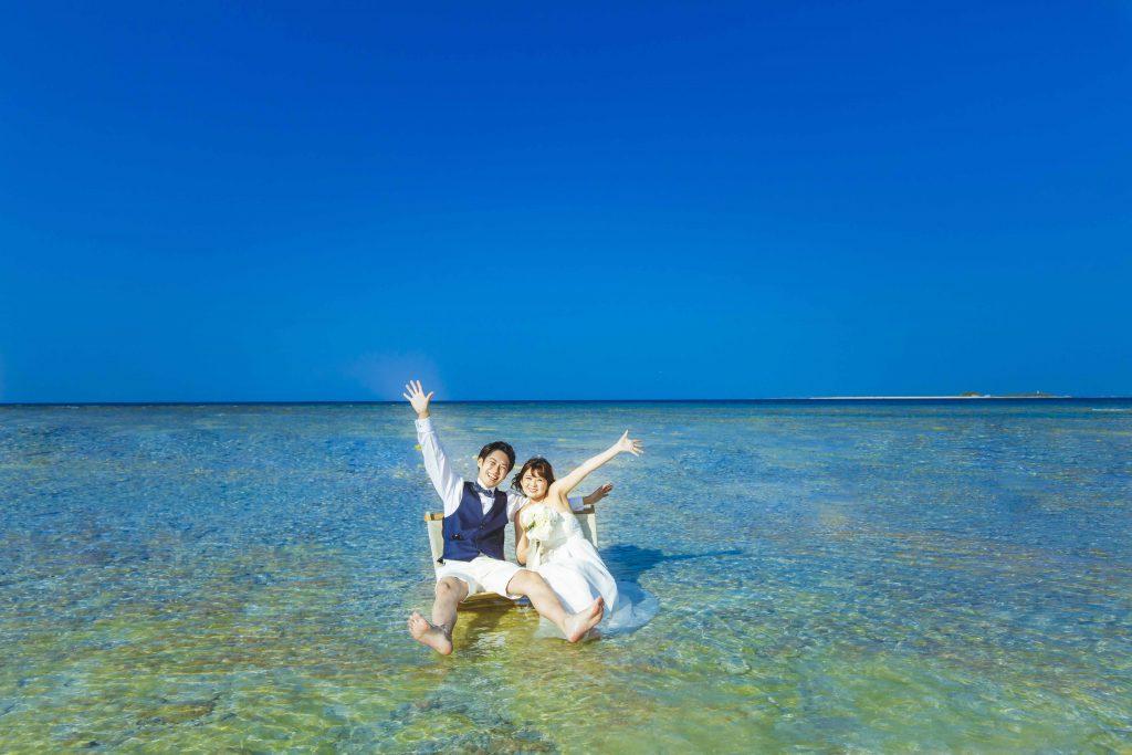 クエフ島で座る二人