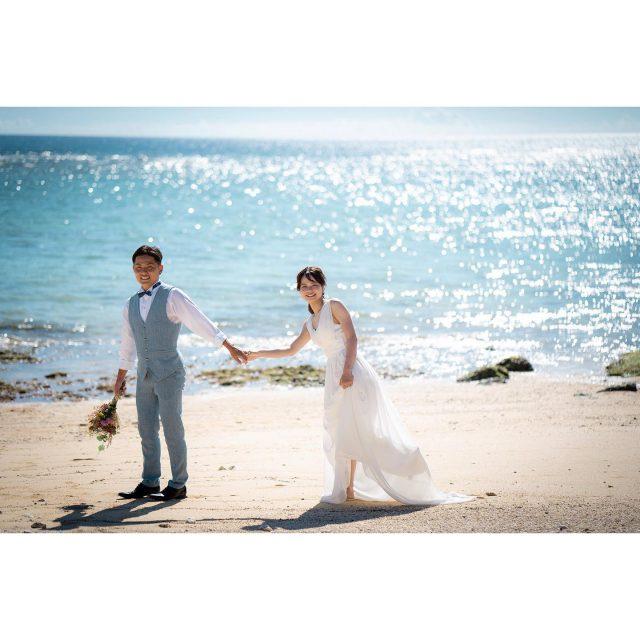 .  午後からのご入店ならではの贅沢✨ . 午後になると太陽が真上に来るので、太陽の光が海に反射し、キラキラしたビーチでの撮影ができます🌊☀️ 青い海も素敵ですが、キラキラした宝石のようなビーチでの撮影もおすすめです💞 𓇼𓂃𓂃𓂃𓂃𓂃𓂃𓂃𓈒𓏸  〖 Photographer 〗 ⇢  Shunki Nomoto  〖 Hairmake 〗 ⇢ Natsumi Naka  〖 Bride costume 〗 dress⇢E108  〖 Groom costume 〗 best・pants⇢ DT100  𓏸𓈒𓂃𓂃𓂃𓂃𓂃𓂃𓂃𓇼  ------------------------------ プラン詳細はプロフィールのURLをクリック👆 もしくはフリーダイヤルかメール、LINEをお友達追加していただきトーク画面にてお問い合わせください✨ ☎︎: 098-987-6266 ✉︎: mrw-okinawa@marry-marble.com LINE:@949kluns . #marrymarble#marbleresortWedding#マリーマーブル#マーブルリゾートウェディング沖縄#フォトウェディング#ウェディングフォト#ロケーションフォト#ブライダル撮影#リゾートウェディング#リゾートウェディング沖縄#wedding#沖縄ウェディング#沖縄フォトウェディング#ビーチウェディング#絶景スポット#サンセット#沖縄#日本の絶景#前撮り#結婚式前撮り#沖縄フォト祭り#プレ花嫁#沖縄花嫁 #読谷村 #読谷ビーチ #afternoon #okinawaphoto #okinawaphotowedding #okinawaphotographer #沖縄旅行